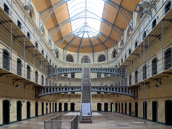 dublin_kilmainham_gaol_cells_hall1